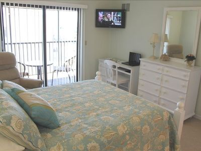 "All New Master Bedroom ""Queen""  LED flat screen, Desk , Wi-Fi , Lani, With View!"