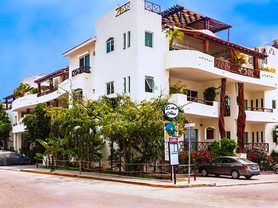 Las Olas on the corner of 1st Ave and 28th St - the perfect location to stay at.