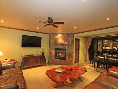 LUXURY 1849 CONDO. NEXT TO CANYON LODGE, VIEWS OF THE SLOPES. 100 GREAT REVIEW