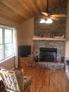 Murphy cabin rental - Living Room with a View - Gas Fireplace, Vaulted Wood Ceilings