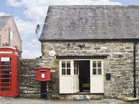 BAGEND, romantic, character holiday cottage in Hognaston, Ref 5020