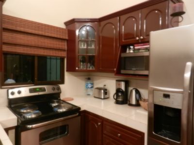 Well equipped kitchen, stainless appliances, ice & water dispenser, coffee maker