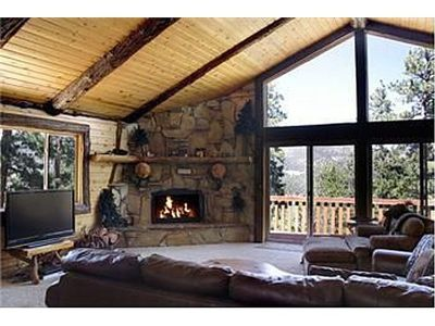 Big Bear Lake lodge rental - From Kitchen into Living Room