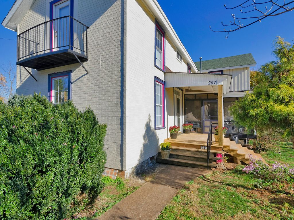 Located In Trendy Belmont Neighborhood Easy Vrbo