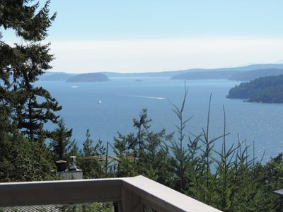 Orcas-Beautiful Modern Home- Water View- Privacy- Dog Friendly