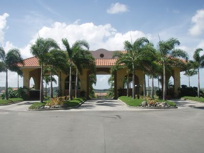 Entrance to Plantation Golf, Waterpark, Zafra restaurant and fitness center