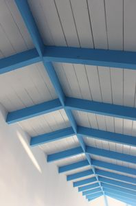 Vaulted ceiling detail - nice high ceilings for a very open feel.
