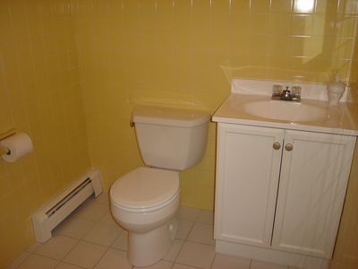 Dennisport house rental - upstairs half bath