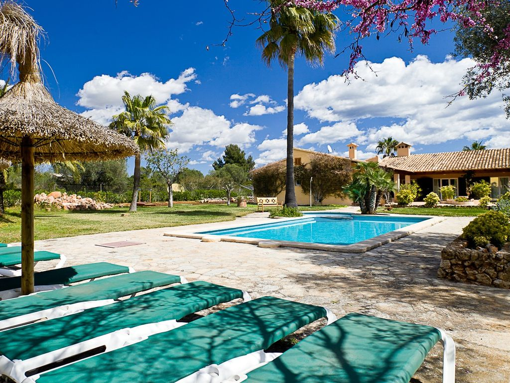 Ca 39 n perla a finca in the town bungalow with pool for Garden town pool