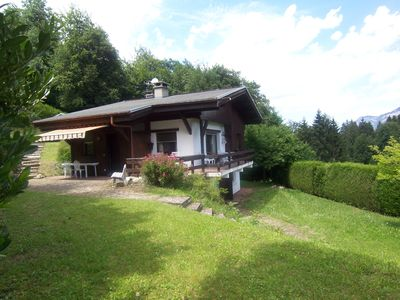 Large chalet with quiet garden with views of Mont Blanc Sallanches hillside