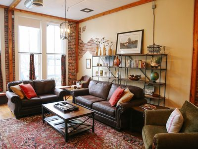 The Roost- Upscale Downtown Loft Apartment in Historic Thomasville, GA