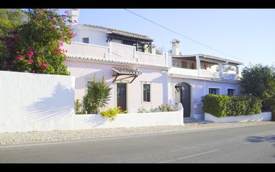 Casa Rosa - Recently renovated 100 year old Farmhouse with views. Secluded.
