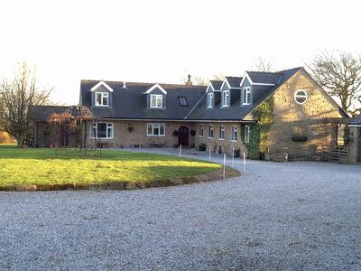 House Near Chatsworth, Hot Tub, Indoor Heated Pool & Sauna, Country Views.