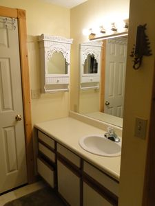 Ludlow house rental - Lower Level Full Bathroom
