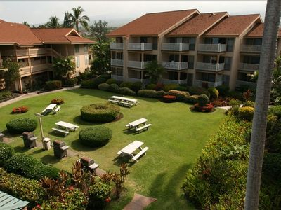 Kailua Kona condo rental - Garden Courtyard with Picnic Tables and 4 Gas Barbecues