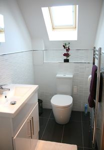 Stirling & Falkirk area cottage rental - Ensuite bathroom with...