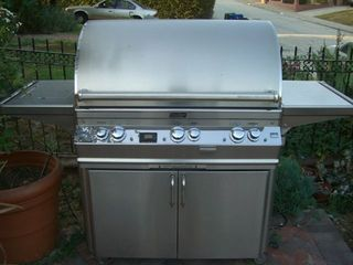 Silver Lake apartment photo - large BBQ in front garden.
