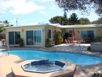 Vista Linda ! 2 Deluxe Master Suites on Gulf  w/ Private Pool and Dock