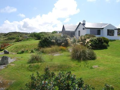 Superb modern cottage Ballyconneely, seafront, overlooking the seals!