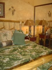 Kailua Kona condo photo - New Calif King Bed with Dream Mattress Very Comfy!