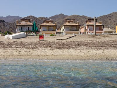 Chalets in 1st line beach with private pool for 8 people