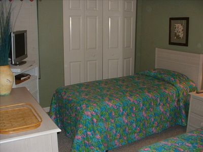 OUR GUEST BEDROOM WITH TWIN BEDS AND BATHROOM No. 2