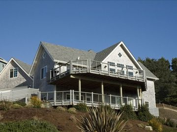 CCNW has white cedar shingles & expansive decks, with hot tub and outdoor shower