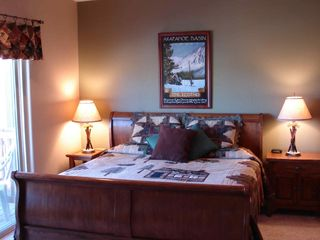 Silverthorne townhome photo - Mid Level Master Bedroom w/ King Bed