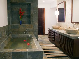 Dominical villa photo - Swank master bath with double indoor/outdoor shower, separate entrance