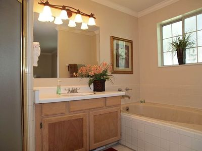 Cottonwood Heights house rental - MASTER BATH (TUB, SHOWER)