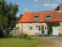 THE COTTAGE, pet friendly, with open fire in Sinnington, Ref 17028