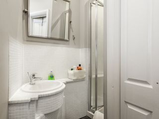 Islington apartment photo - Bathroom, tiled, with large mirrors and strong shower. Towels, gels inc