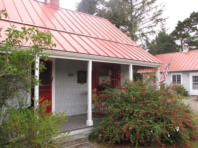 Historic Cottage Near the Beach and Lighthouse, Pet Friendly!