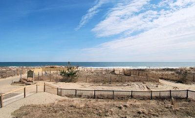 Direct Oceanfront Condo, Large Balcony, Beautiful Sun Rises over the waves!