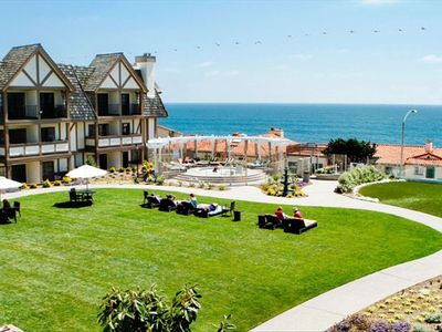 View of the Lawn and Jacuzzi at the Carlsbad Inn Beach Resort