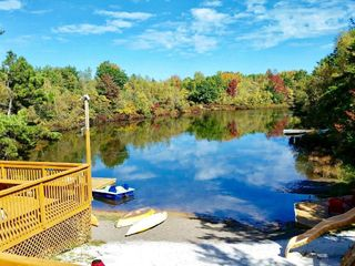 Pocono lakefront onsite swimming pool hot homeaway for Long pond pa cabin rentals