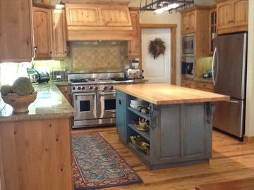 Lake Arrowhead house rental - Dream Gourmet Kitchen -- Wolf stove, granite counters, coffee bar...ready to go.
