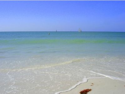 Enjoy the great Beach location of your Siesta Beach Villa!