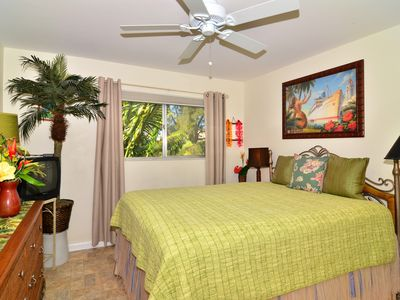 Hawaiian themed master queen bedroom suite with bay views/sunset.Walk-in closet