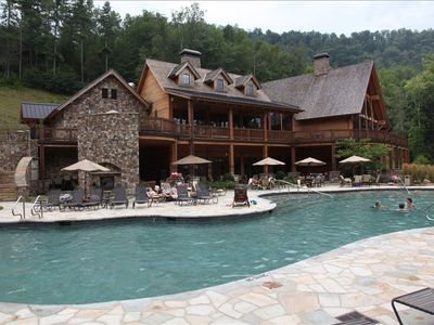 The LAKE CLUB - Dining, Fitness, Pools, Hot Tubs, Theater, Pub, Beach & Boats.