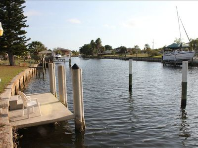 Concrete Dock minutes to Charlotte Harbor, no 30 minute motoring here!