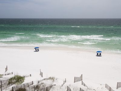 WOW! Remodeled 2 bed 5th floor condo RIGHT on the beach free Netflix & bch serv.
