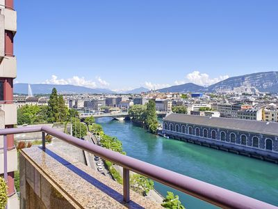 240-m2 apartment in the heart of Geneva, 2 terraces with an amazing view