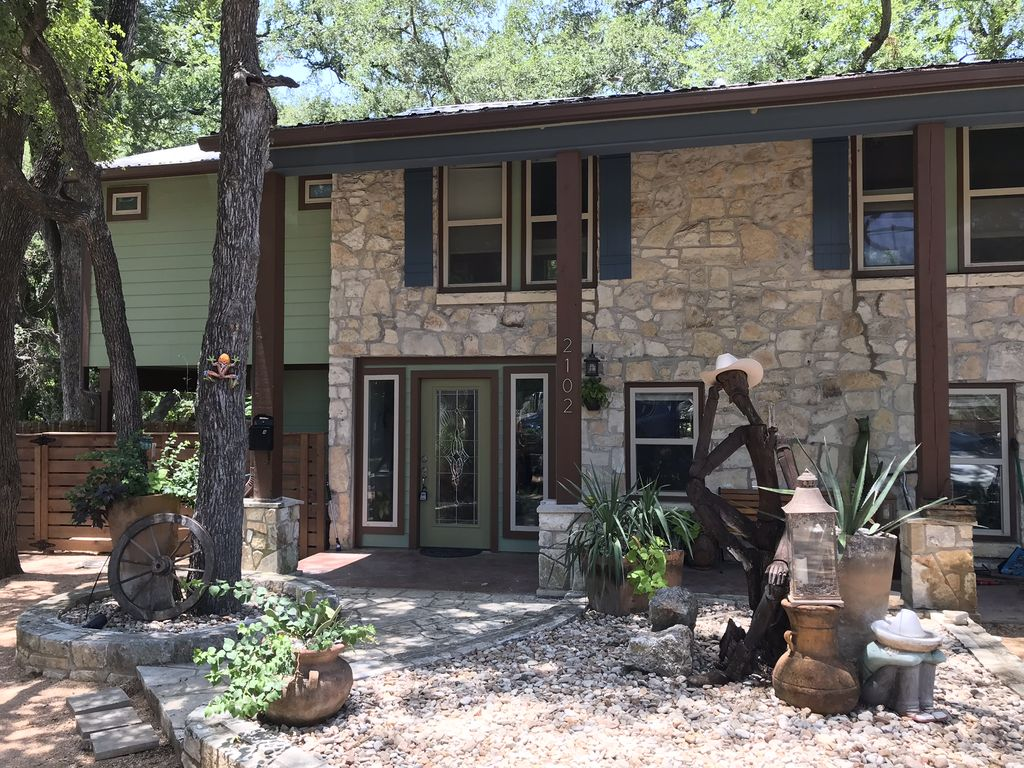 Bungalow - 5 Minutes to ACL festival and Downtown Austin!