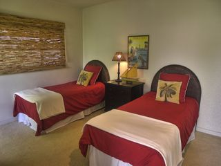 Poipu house photo - First floor guest bedroom, twins can be converted into king bed