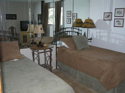 Angler theme bedroom with 2 twin beds