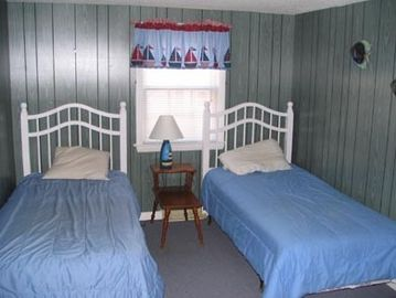 Upstairs front to back bedroom with lots of space even with the 3 twin beds