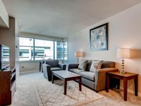 Luxury 2 Bed Apt Near Waterfront W/pool, Gym & Wifi
