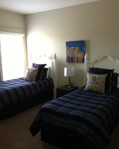 Guest bedroom... 2 twin beds