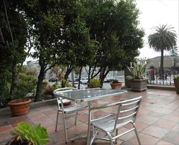 San Francisco apartment rental - front patio